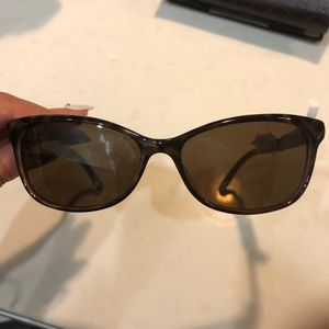 Gucci sunglasses with GG on side cat eyes glasses